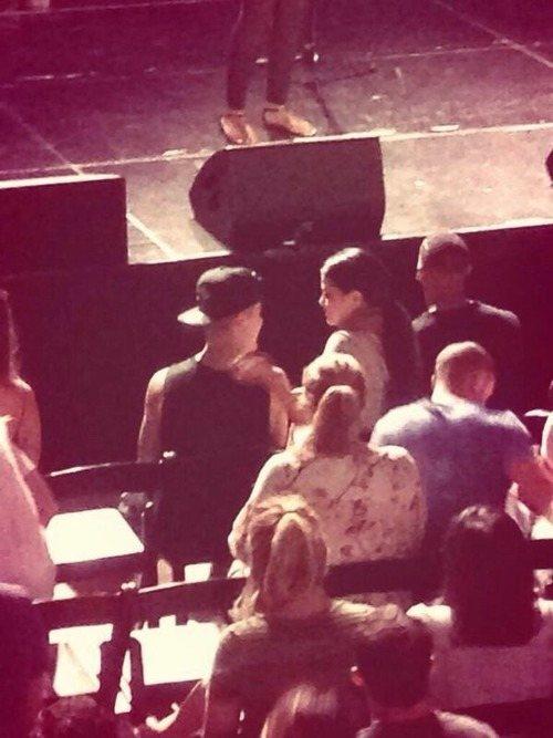 Justin-Bieber-and-Selena-Gomez-Church-1